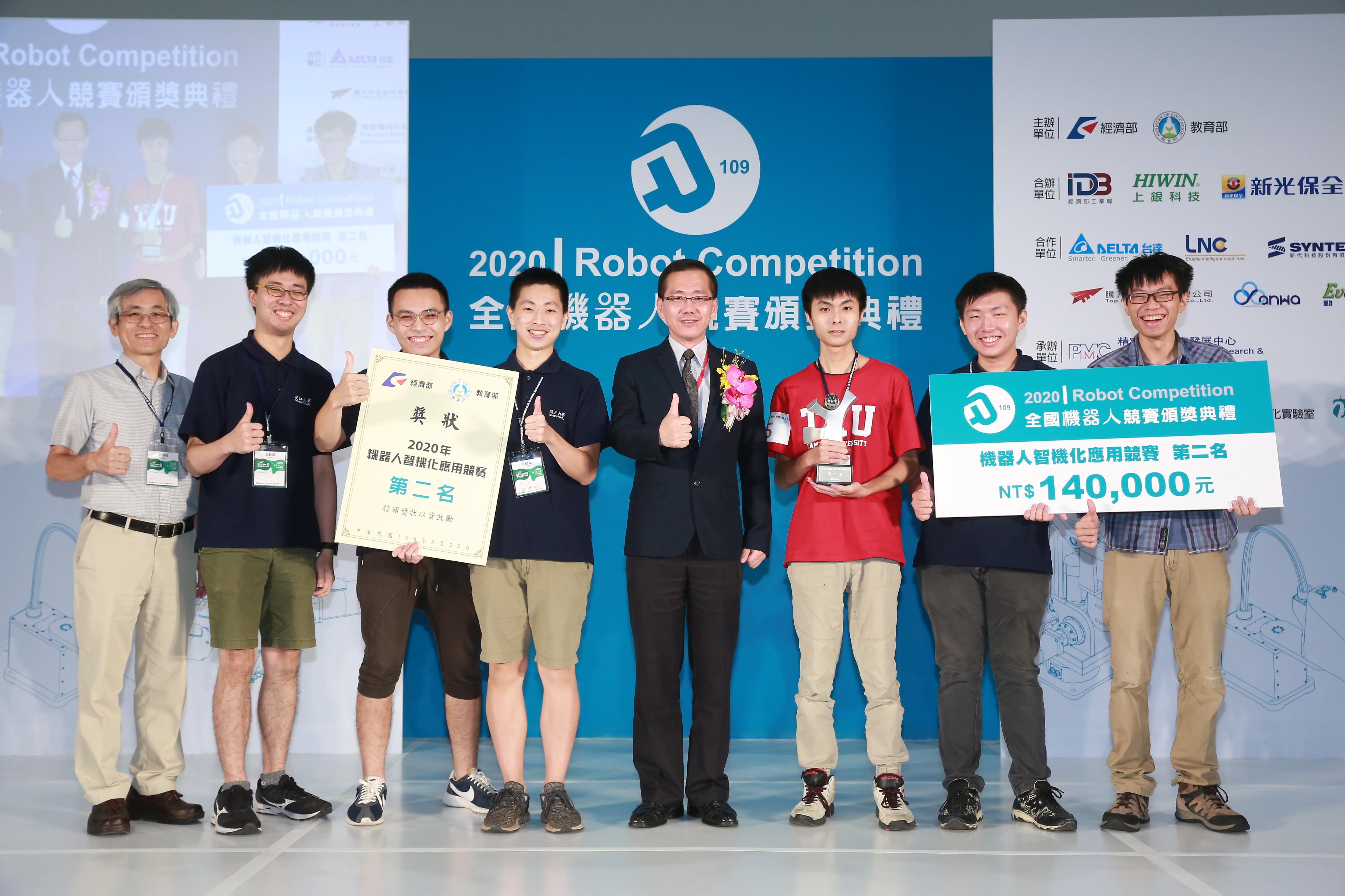 本系王銀添教授指導專題生榮獲經濟部、教育部主辦2020機器人智機化應用競賽第二名。